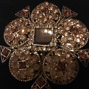 Jewelry - Crystal Brooch Exquisite Luxury